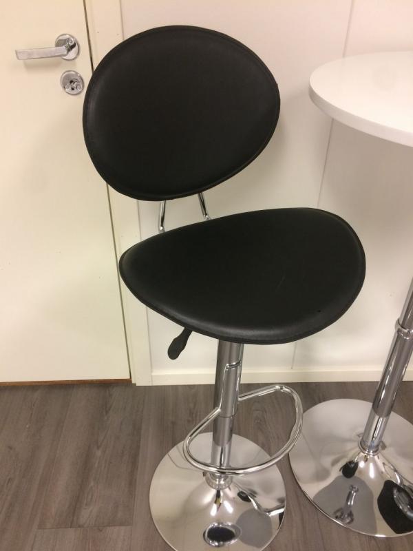 Komplet Stolik Krzesła Barowe Sprzedam W Lierskogen